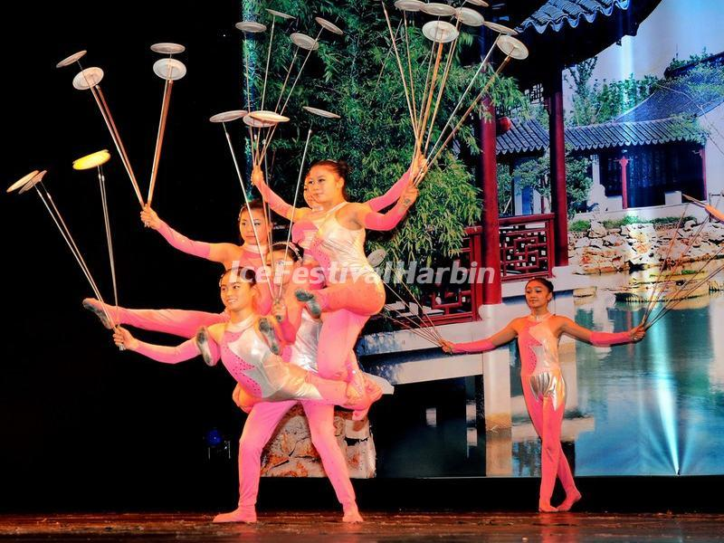 Acrobatics Show - Plate-spinning