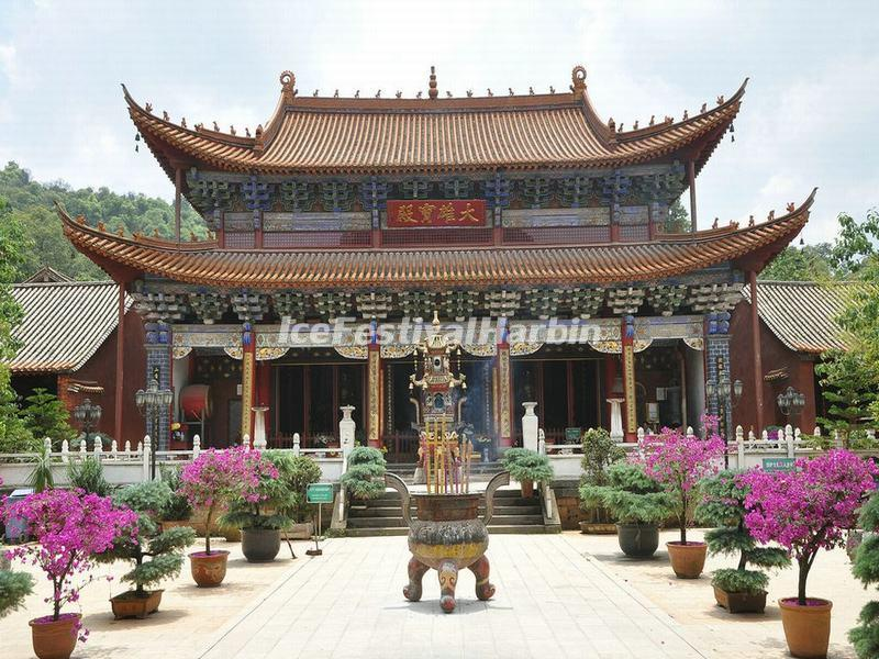 The Grand Hall in Kunming Bamboo Temple