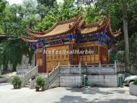Buildings in Kunming Bamboo Temple