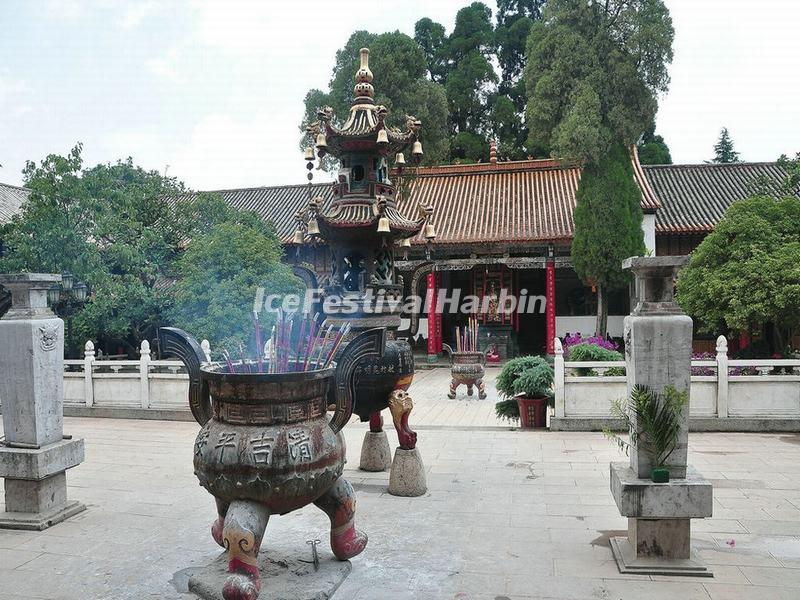 Courtyard in the Bamboo Temple, Kunming