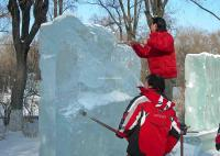 Sculptors Are Making Ice Sculptures in Harbin