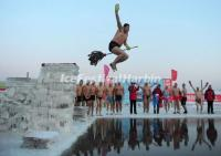 Watch Winter Swimming Performance in Harbin