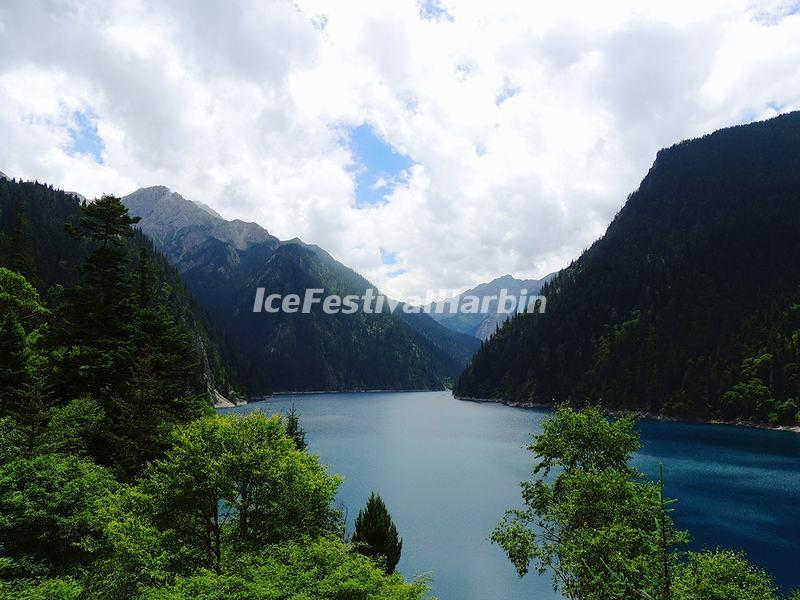 The Long Lake in Jiuzhaigou Valley