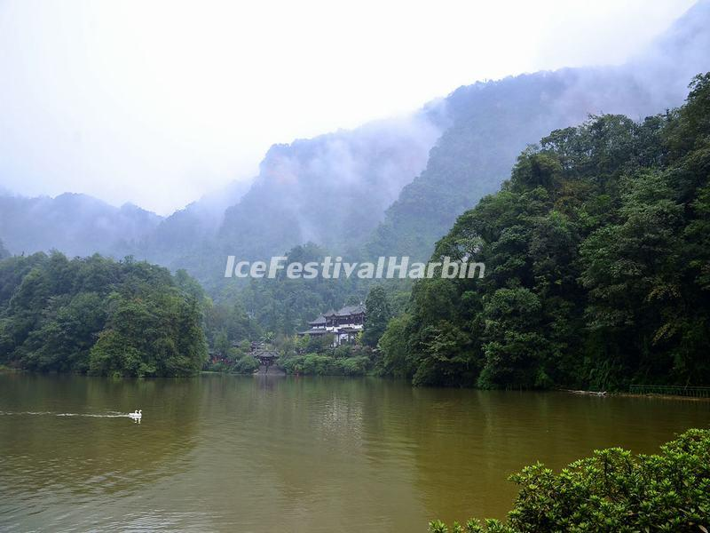 Lake in Mount Qingcheng
