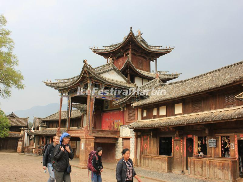 Touirsts Visit Shaxi Ancient Town