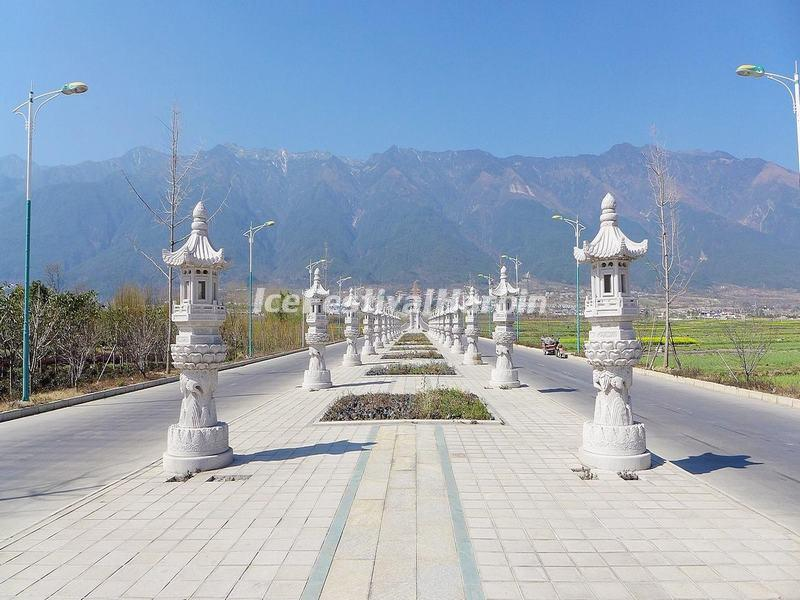 The Roads to Three Pagodas of Chongsheng Temple