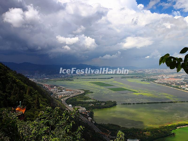 An Overlook at the Dian Lake from Kunming Western Mountains